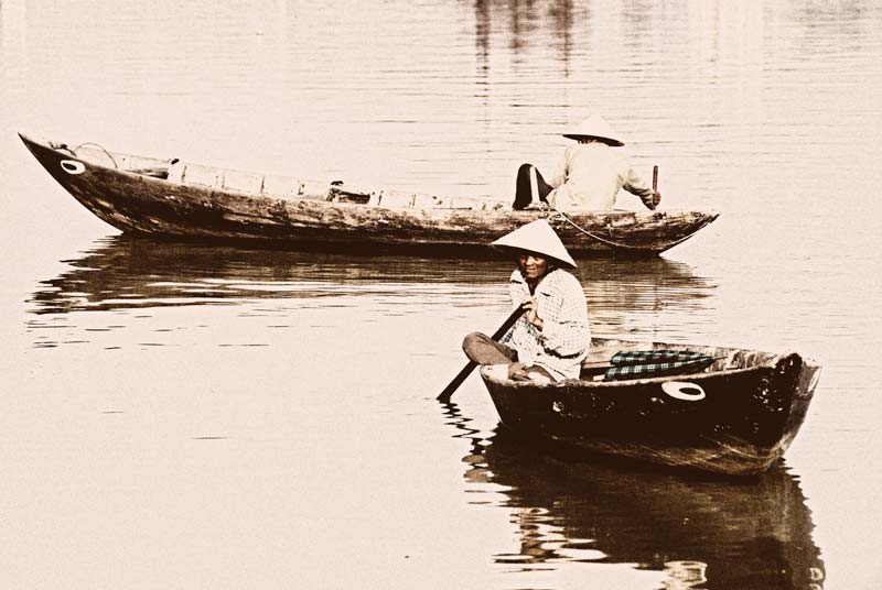 peace-piece-tom-abraham-boats with eyes  |  tàu có mắt